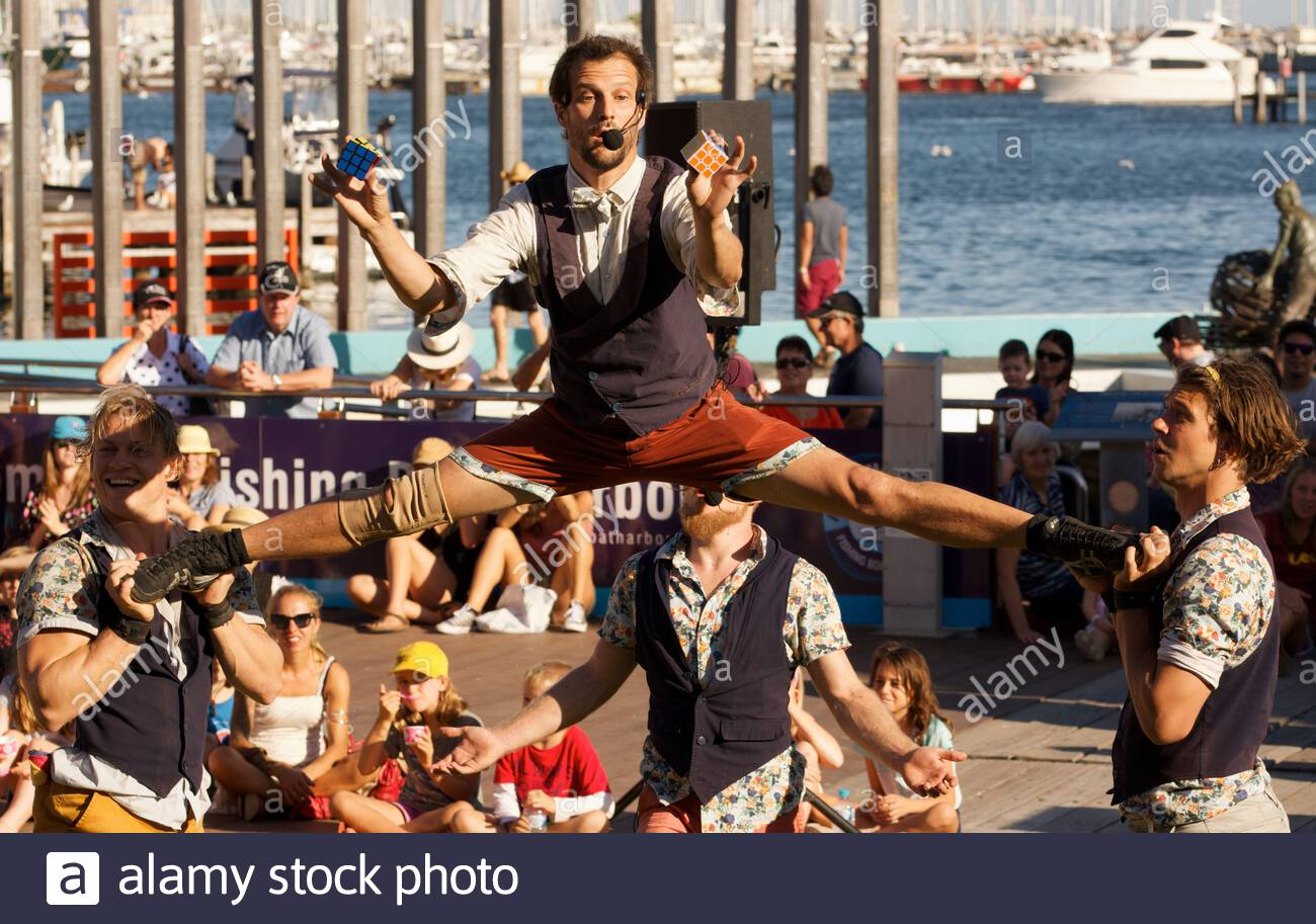 canadian-circus-artists-quatuor-stomp-at-the-2018-fremantle-international-street-arts-festival-western-australia-2ATM8R0.jpg