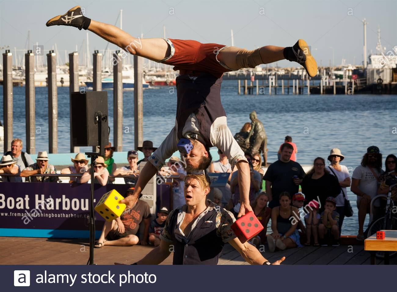 canadian-circus-artists-quatuor-stomp-at-the-2018-fremantle-international-street-arts-festival-western-australia-2ATM926.jpg
