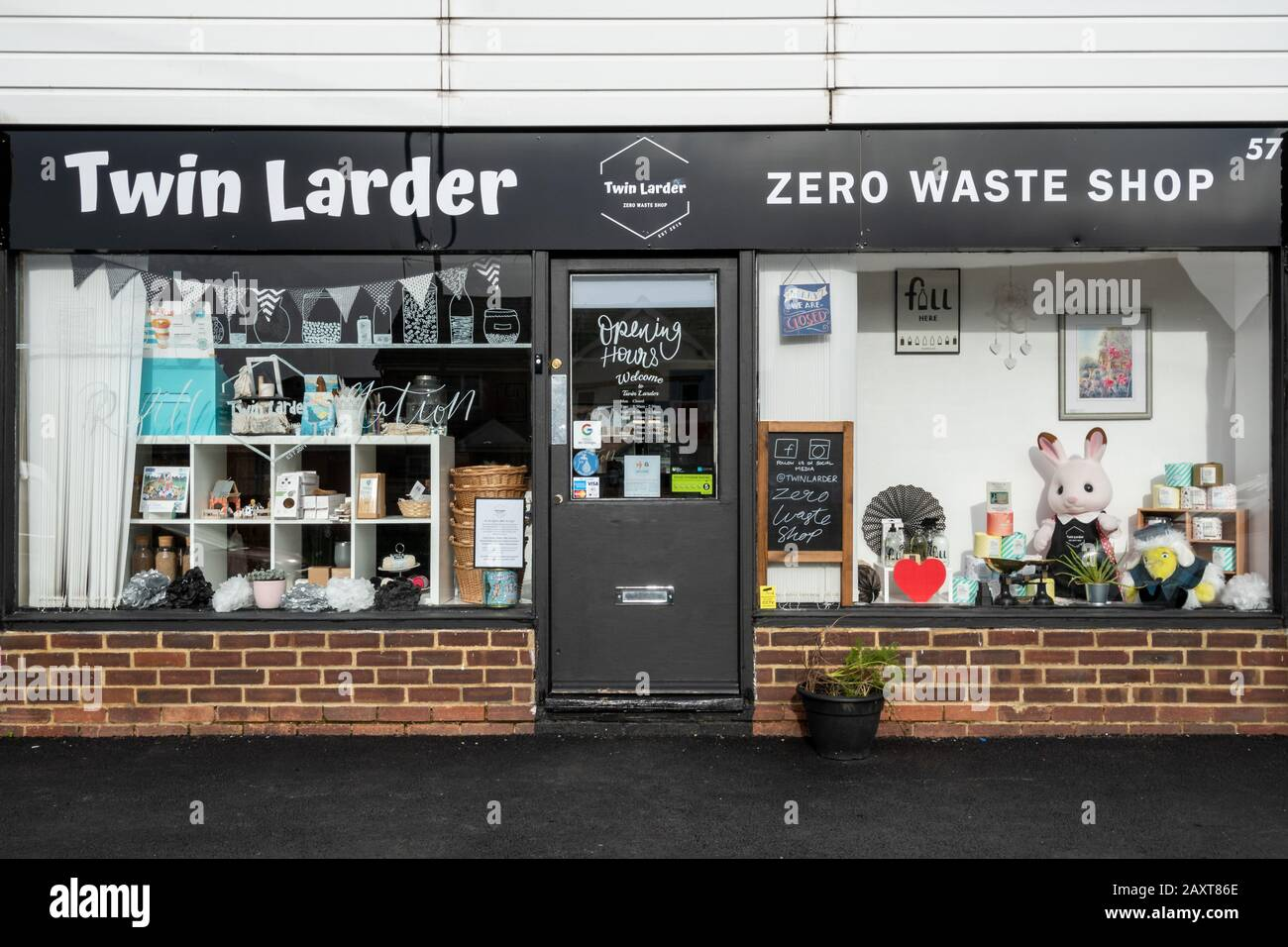 zero-waste-shop-selling-sustainable-and-plastic-free-goods-uk-2AXT86E.jpg
