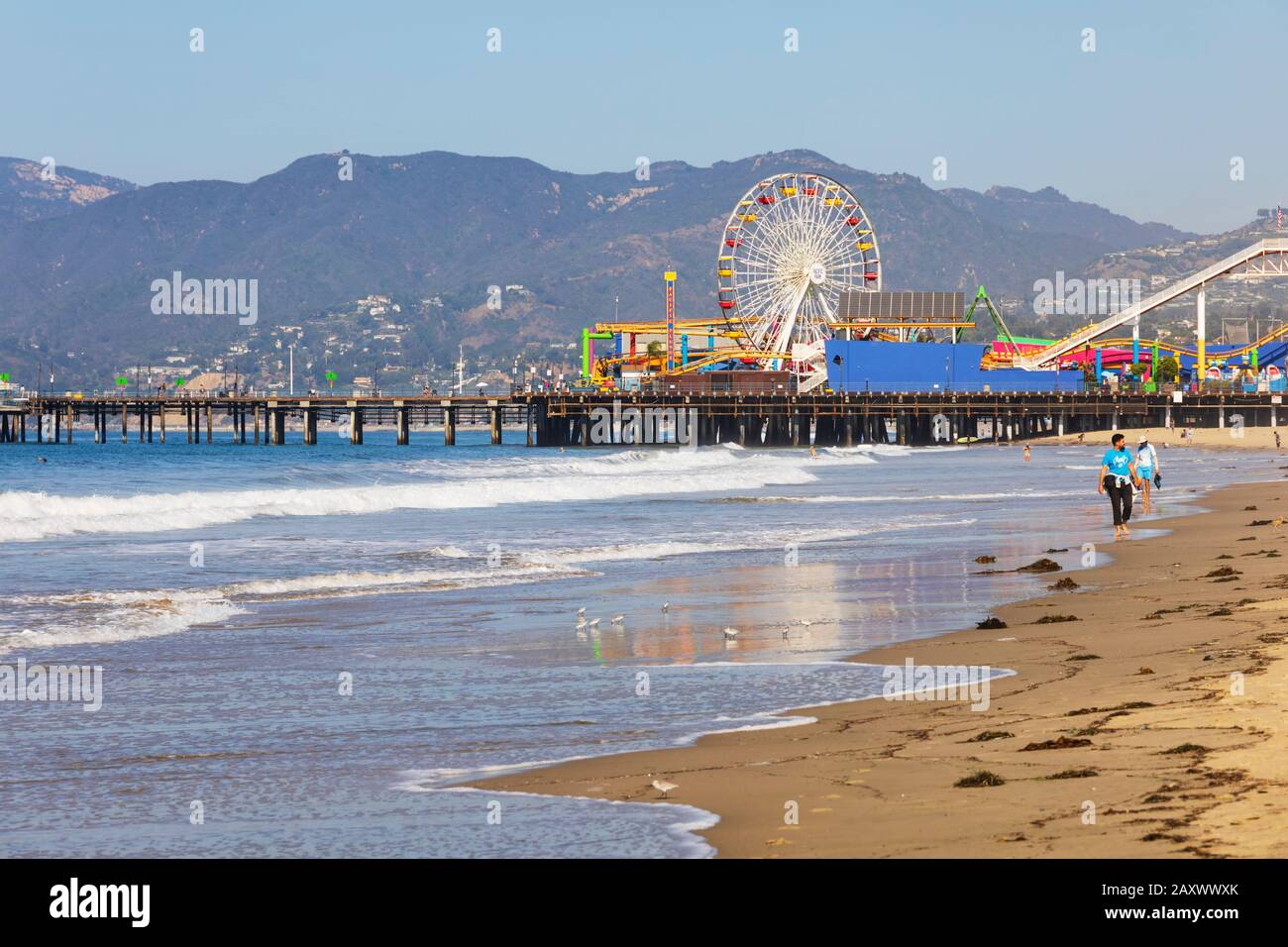 santa-monica-beach-and-pier-with-pacific