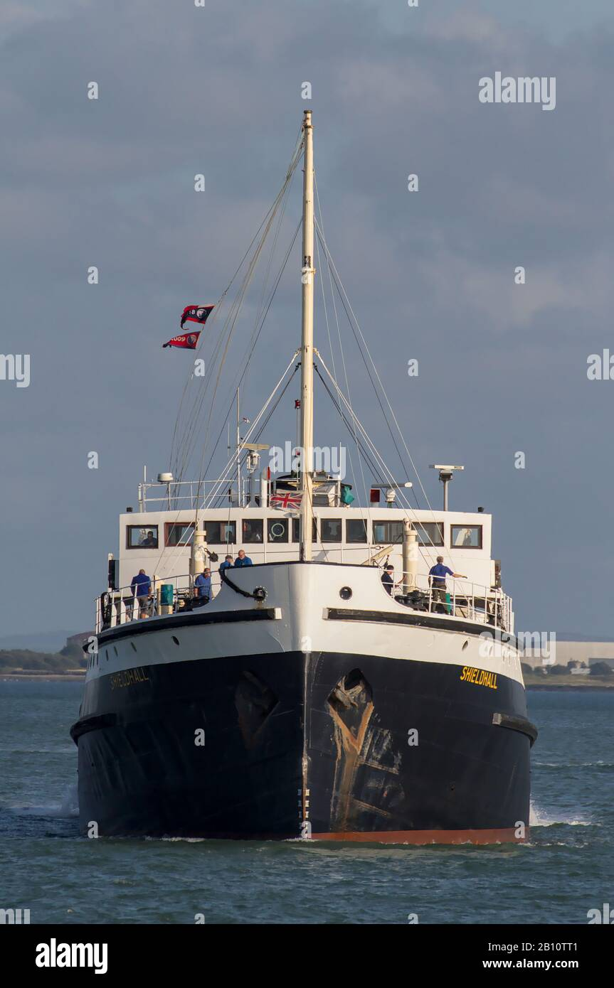 ss-shieldhall-the-largest-working-steamship-in-the-uk-coming-in-to-dock-at-southampton-docks-uk-2B10TT1.jpg