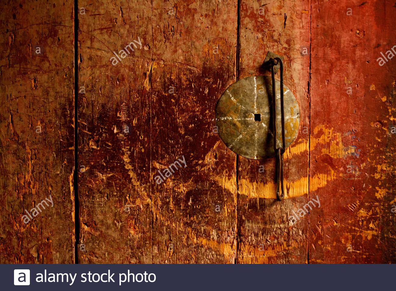 a-close-up-of-a-well-worn-door-at-wangdichholing-palace-built-in-1857-in-jakar-in-the-bumthang-district-of-bhutan-2B11Y53.jpg