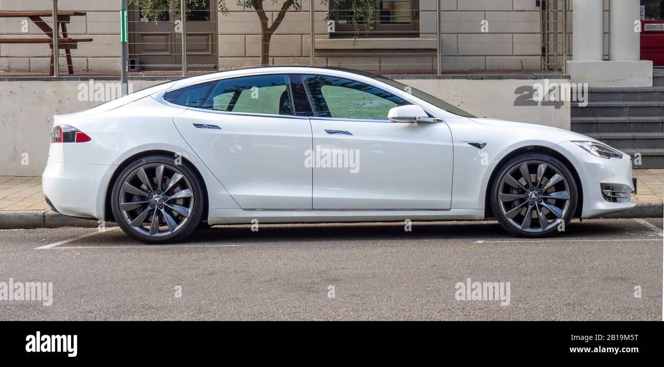 white-tesla-model-s-car-parked-on-a-street-in-fremantle-western-australia-2B19M5T.jpg