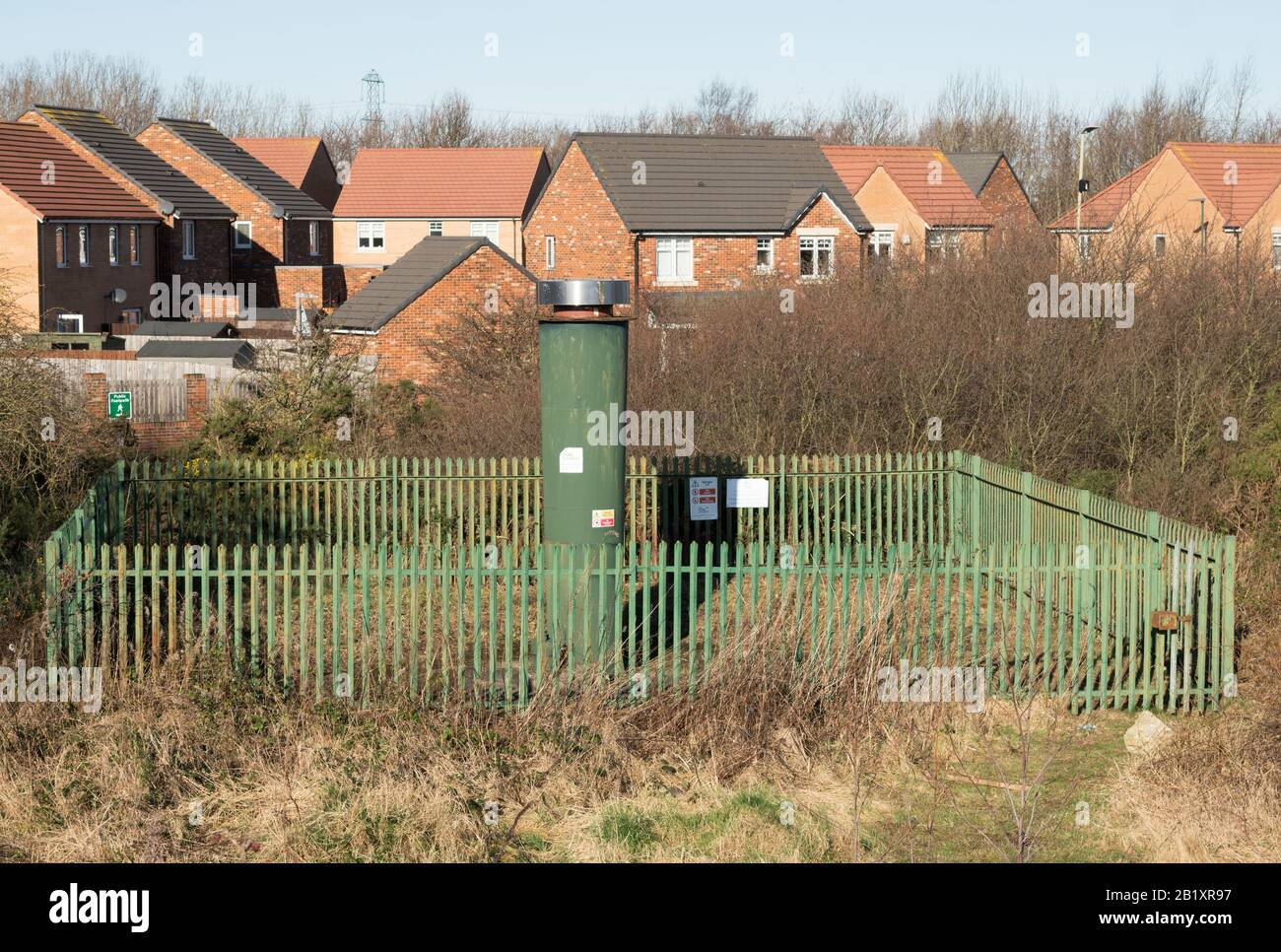 coal-mining-gas-vent-over-the-site-of-what-was-boldon-colliery-tyne-and-wear-england-uk-2B1XR97.jpg