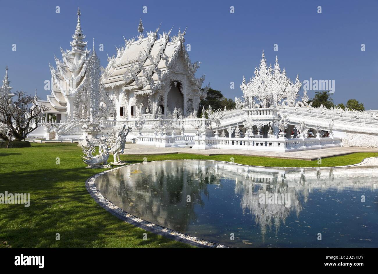white-temple-exterior-and-natural-park-i