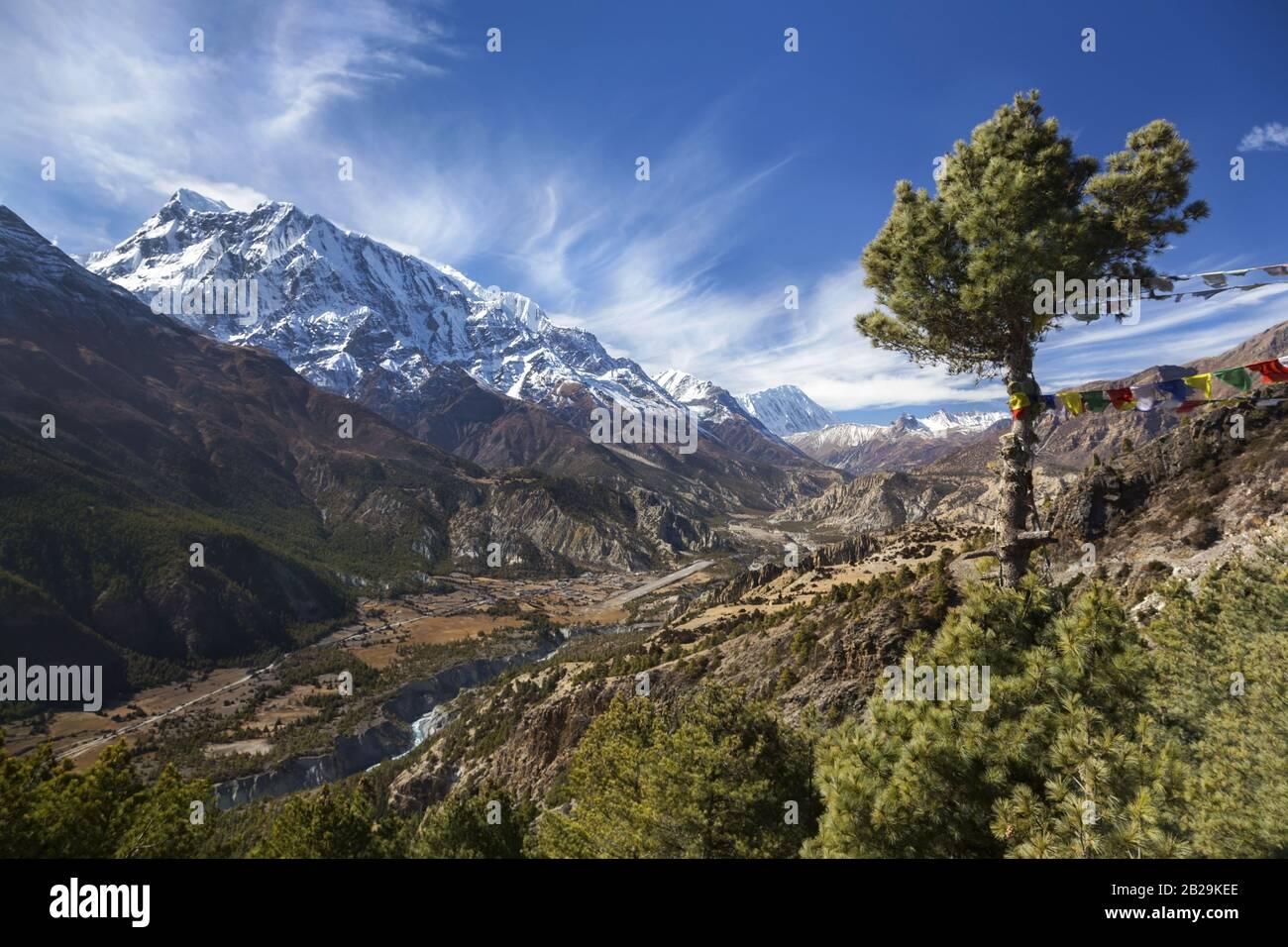 annapurna-mountain-range-landscape-view-