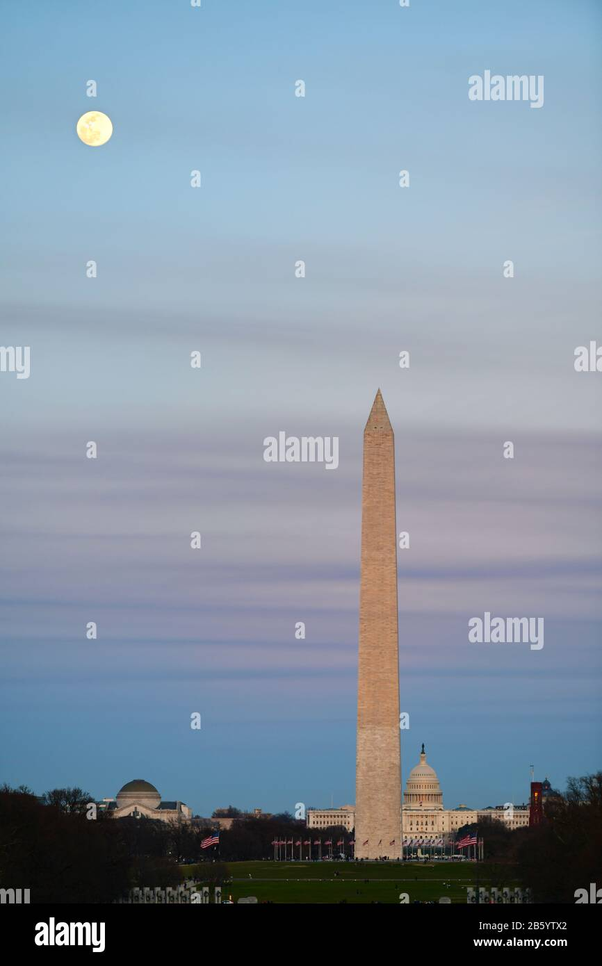 usa-washington-dc-the-national-mall-washington-monument-and-us-capitol-building-early-spring-full-moonrise-2B5YTX2.jpg