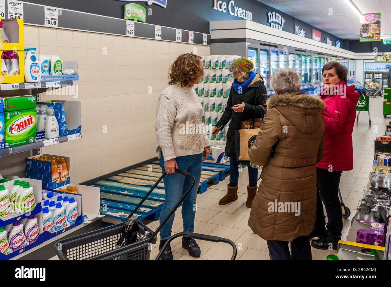 clonakilty-west-cork-ireland-9th-mar-2020-the-panic-associated-with-covid-19-has-finally-hit-west-cork-lidl-in-clonakilty-was-cleared-of-toilet-rolls-early-today-with-staff-expecting-a-delivery-tomorrow-this-comes-as-every-st-patricks-day-parade-in-ireland-has-been-cancelled-due-to-the-coronavirus-credit-andy-gibsonalamy-live-news-2B62CMJ.jpg