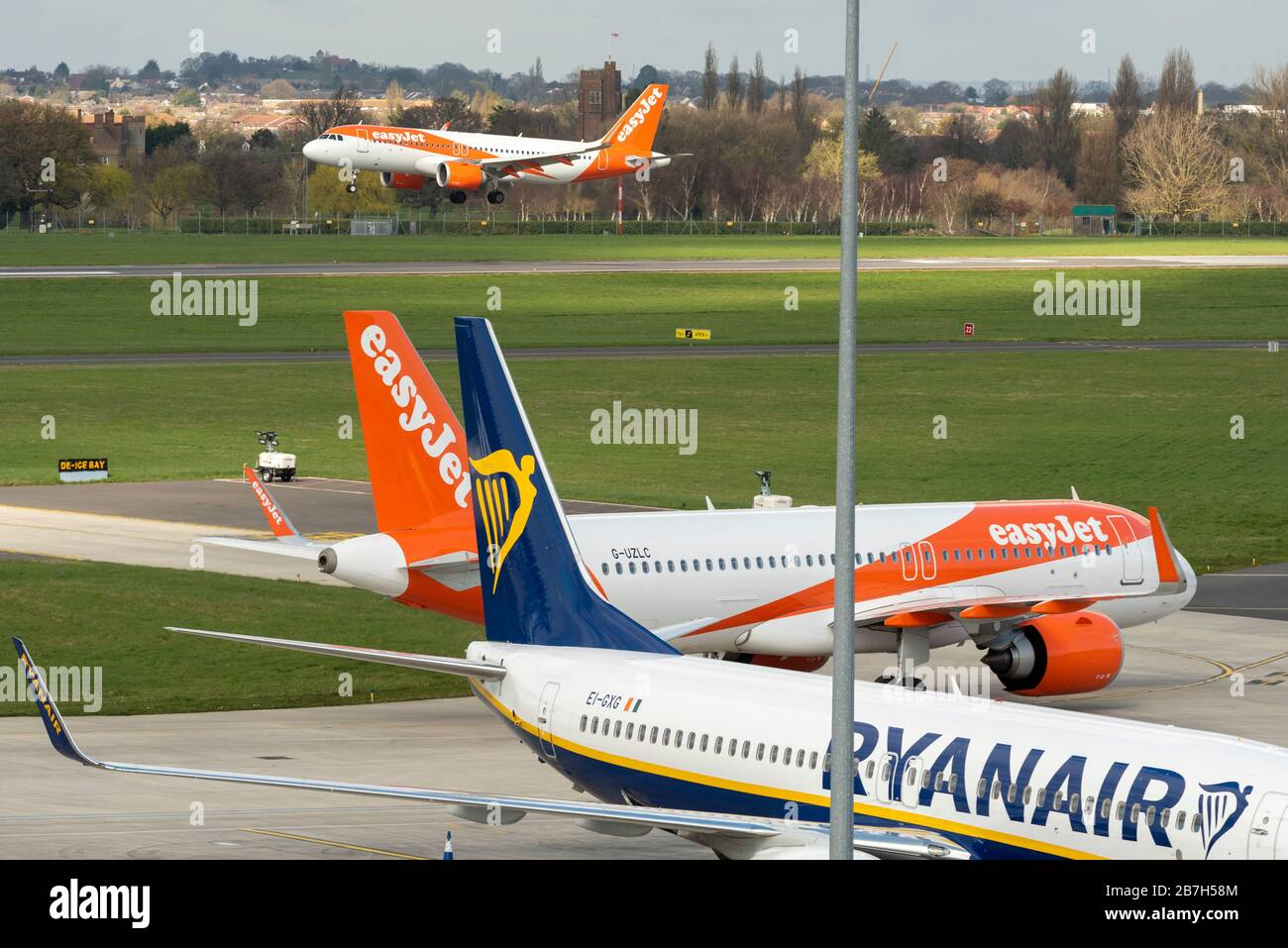 london-southend-airport-essex-uk-16th-mar-2020-easyjet-have-cancelled-all-of-their-scheduled-services-to-and-from-spain-with-the-exception-of-a-handful-of-repatriation-flights-the-final-arrivals-from-alicante-and-malaga-have-arrived-at-london-southend-airport-with-an-arrival-due-from-barcelona-in-the-evening-the-aircraft-will-likely-be-stored-at-the-airport-until-flights-recommence-southend-is-also-a-base-for-ryanair-which-is-also-seeing-a-reduction-in-operations-and-has-lost-its-flybe-routes-ezy7436-from-malaga-landing-2B7H58M.jpg