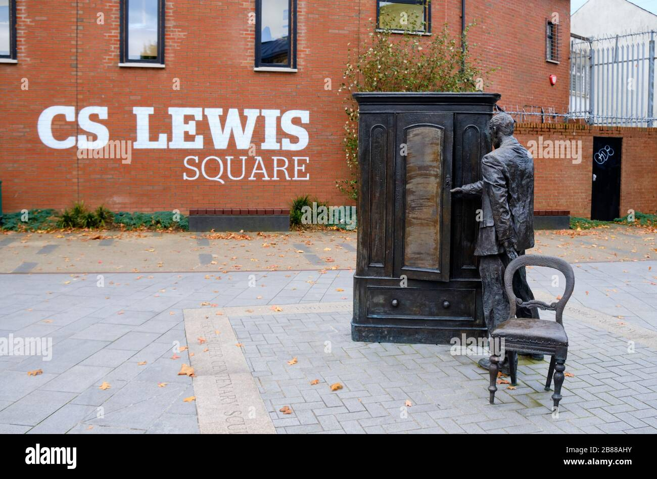 person-entering-wardrobe-sculpture-in-cs-lewis-square-in-east-belfast-2B88AHY.jpg