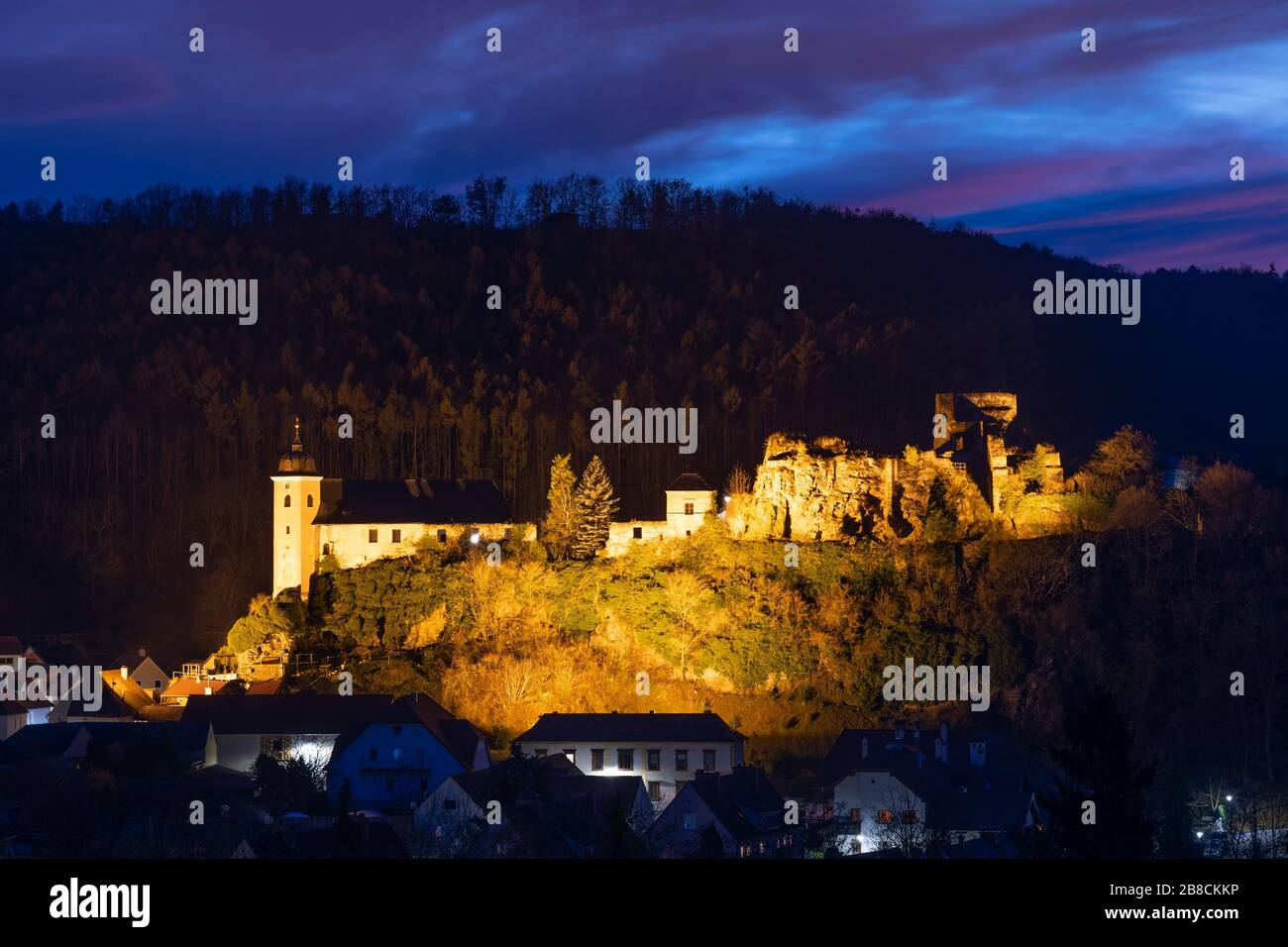 the-ruined-burgruine-rehberg-castle-and-