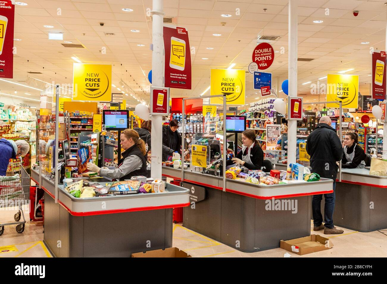 bandon-west-cork-ireland-21st-mar-2020-supervalu-has-installed-plastic-protective-screens-at-its-checkouts-to-follow-the-governments-social-distancing-guidelines-due-to-the-covid-19-virus-the-screens-are-designed-to-protect-checkout-staff-who-have-also-been-issued-with-disposable-aprons-credit-andy-gibsonalamy-live-news-2B8CYFH.jpg