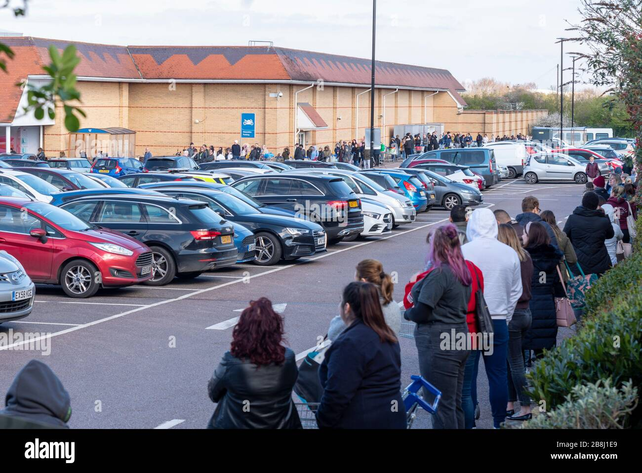 southend-on-sea-essex-uk-22nd-march-2020-tesco-extra-on-the-a127-prince-avenue-southend-on-sea-has-attracted-huge-numbers-of-shoppers-who-have-created-a-queue-snaking-around-the-car-park-in-response-to-the-covid-19-coronavirus-pandemic-security-staff-are-checking-that-priority-shoppers-are-admitted-only-in-the-first-hour-of-trading-people-are-standing-close-together-with-little-thought-to-social-distancing-2B8J1E9.jpg