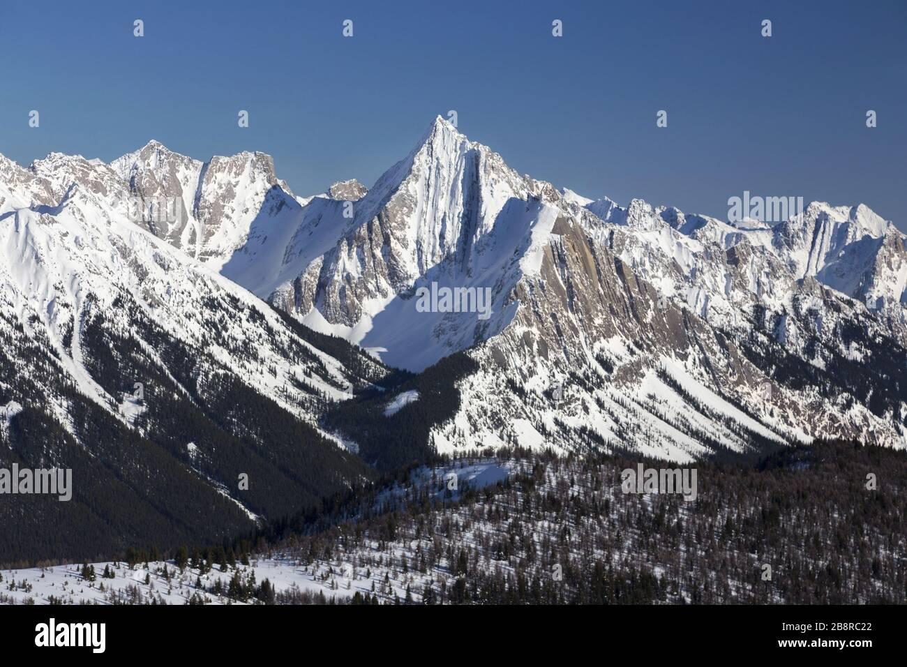 scenic-landscape-view-of-mount-ishbel-sn