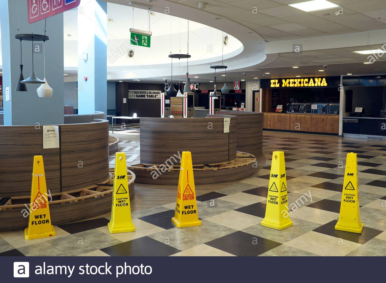 Covid -19 : temporary closed takeaway eateries and seating area due to the coronavirus pandemic. Reading Services, on the M4 motorway in Berkshire, UK Stock Photo