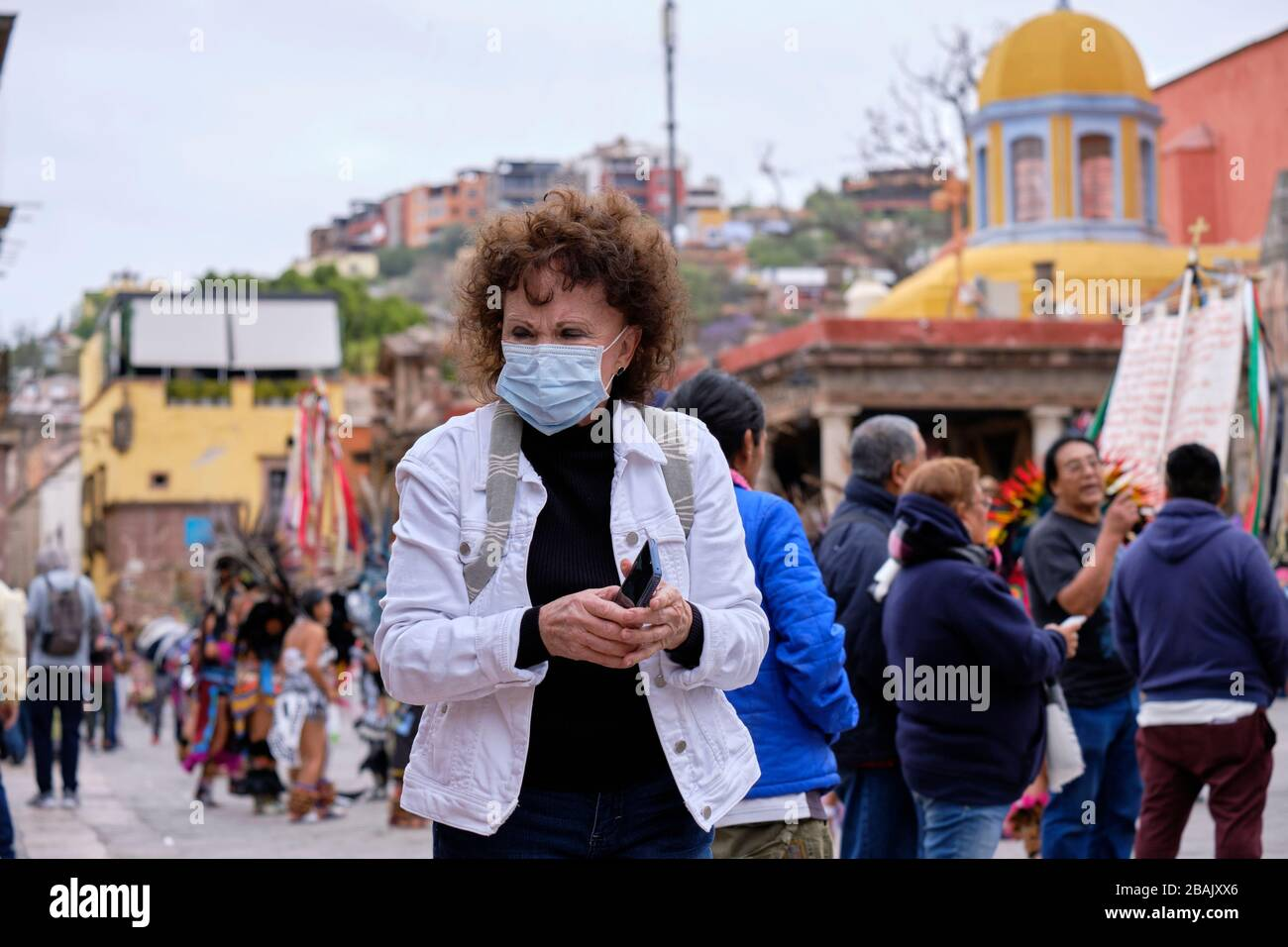 san-miguel-de-allende-mexico-tourist-wearing-a-facial-mask-during-annual-celebration-of-the-seor-de-la-conquista-to-protect-against-spread-2BAJXX6.jpg