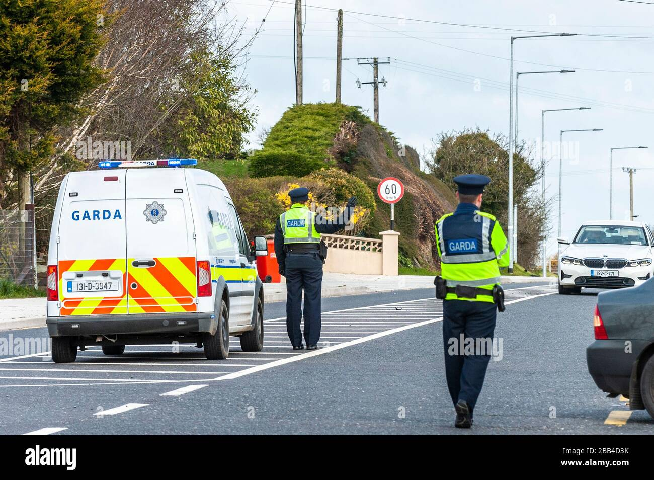 clonakilty-west-cork-ireland-30th-mar-2020-as-part-of-the-mandatory-stay-at-home-order-imposed-by-the-irish-government-on-friday-last-the-gardai-have-been-tasked-to-ensure-people-are-complying-to-help-stop-the-spread-of-covid-19-a-garda-checkpoint-was-in-place-on-the-clonakilty-to-bandon-road-this-afternoon-which-consisted-of-3-regular-gardai-and-2-armed-gardai-credit-andy-gibsonalamy-live-news-2BB4D3K.jpg