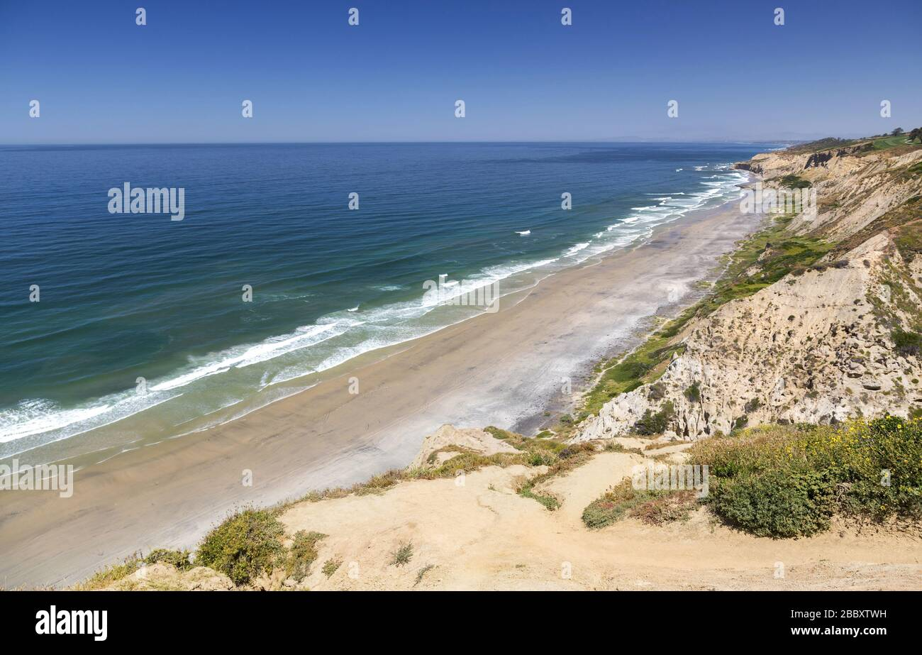 deserted-stretch-of-california-coastline