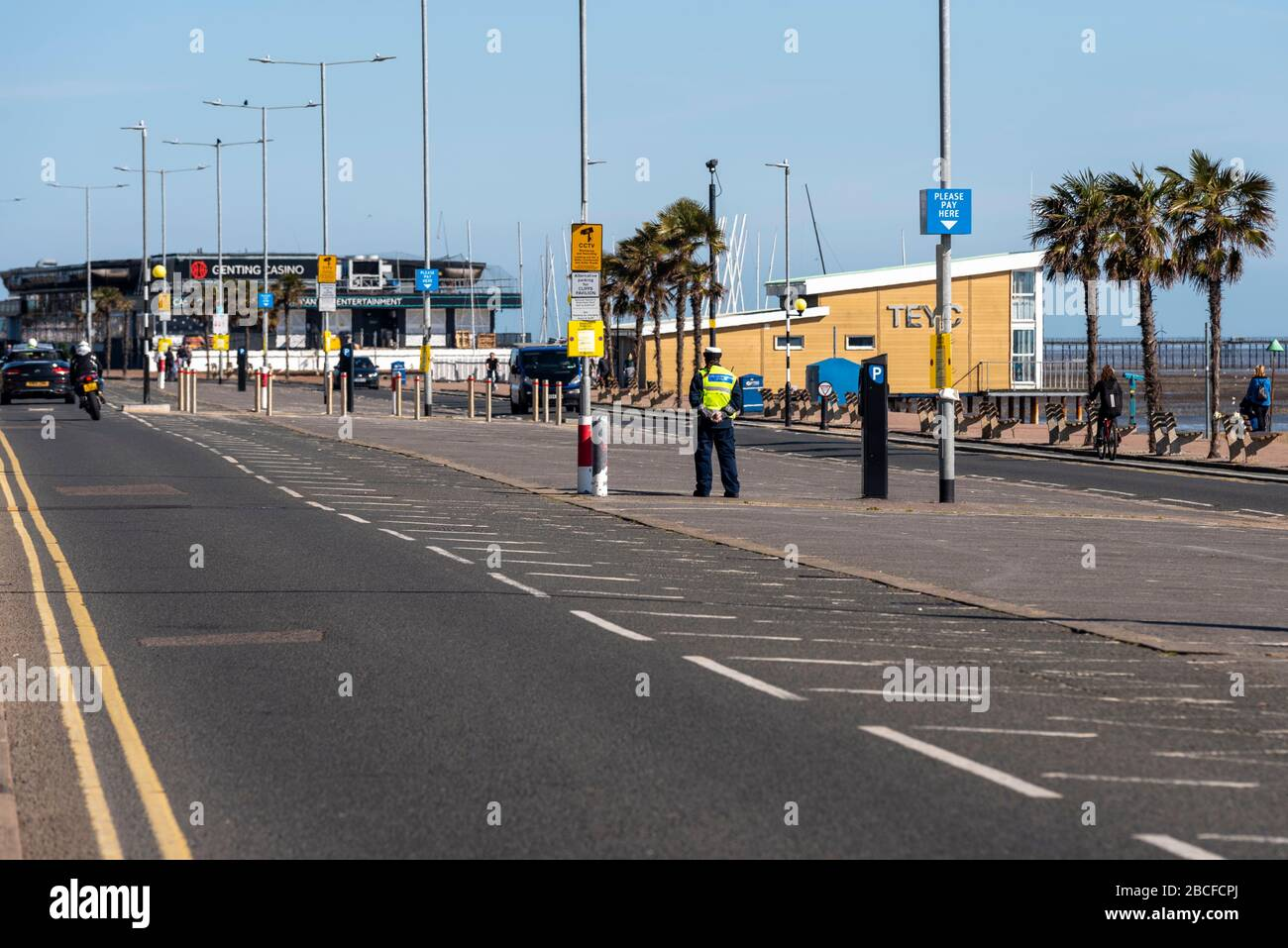 southend-on-sea-essex-uk-4th-april-2020-most-people-have-heeded-the-warnings-to-stay-away-from-southend-on-sea-seafront-during-the-covid-19-coronavirus-pandemic-lockdown-period-council-and-police-feared-that-the-warm-sunny-weather-would-lead-to-crowds-gathering-on-the-seafront-so-have-closed-the-car-parks-along-the-front-and-in-the-town-some-people-made-use-of-the-weather-to-get-their-exercise-but-obeyed-the-social-distancing-guidelines-civil-enforcement-officer-guarding-parking-spaces-credit-avpicsalamy-live-news-2BCFCPJ.jpg
