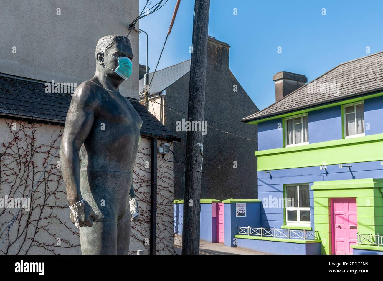 balydehob-west-cork-ireland-8th-apr-2020-the-world-famous-danno-omahony-statue-in-ballydehob-was-adorned-with-a-face-mask-today-possibly-to-protect-it-from-covid-19-credit-andy-gibsonalamy-live-news-2BDGEN9.jpg
