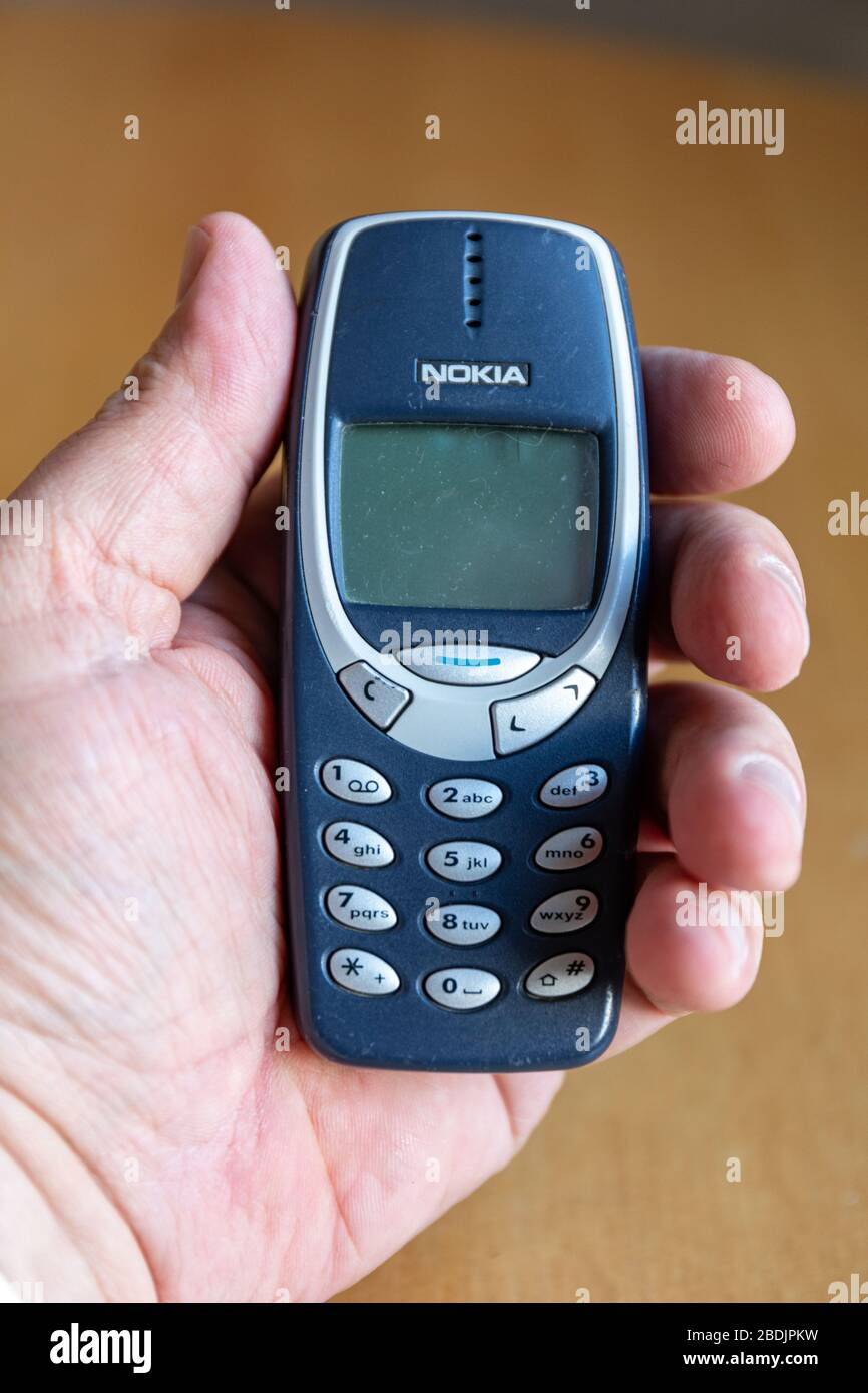 iconic-nokia-3310-released-in-2000-one-o