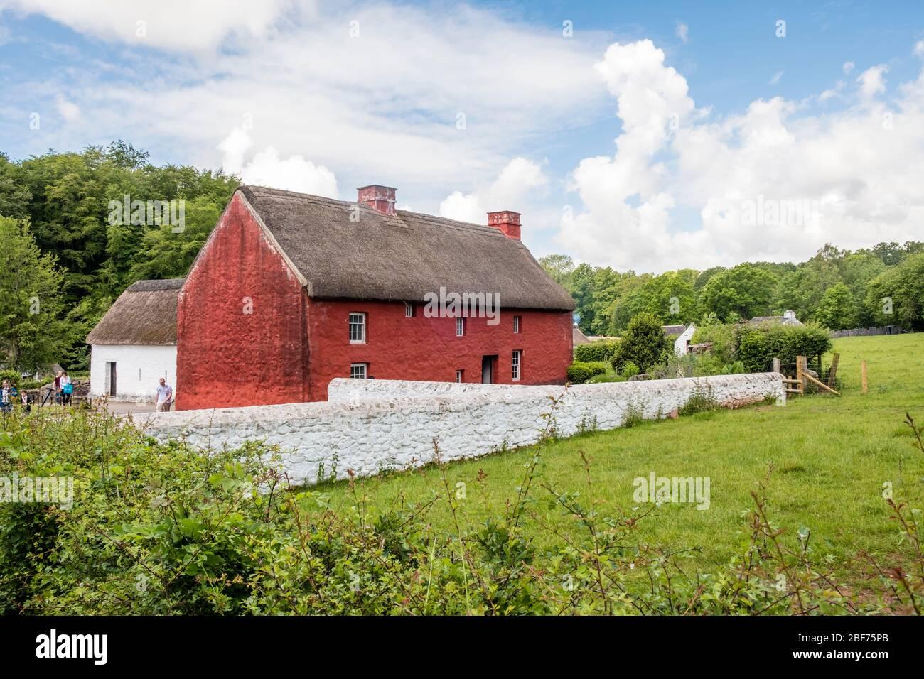https://c7.alamy.com/comp/2BF75PB/kennixton-farmhouse-st-fagans-national-museum-of-history-cardiff-wales-gb-uk-2BF75PB.jpg