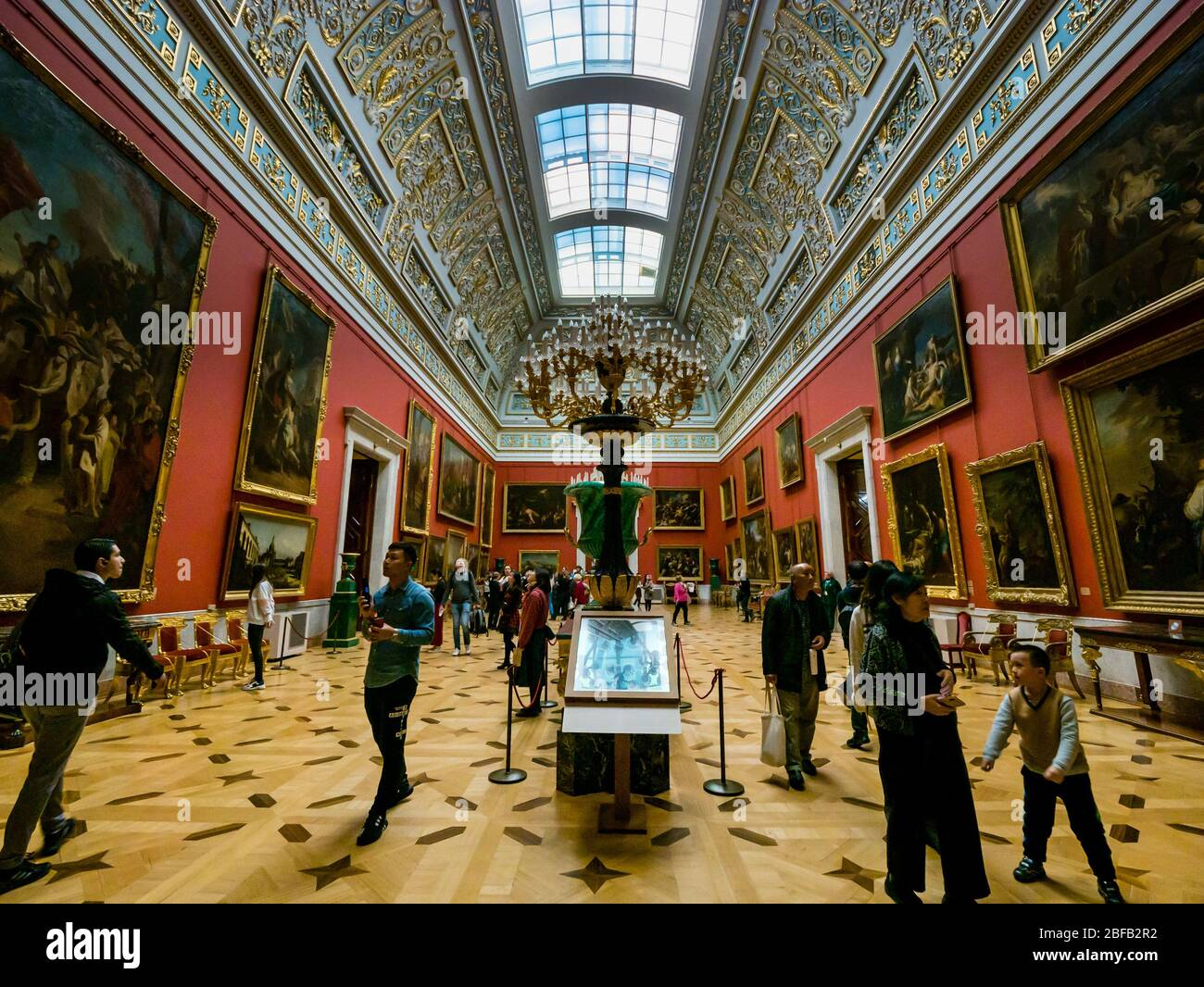 tourists-looking-at-paintings-in-italian