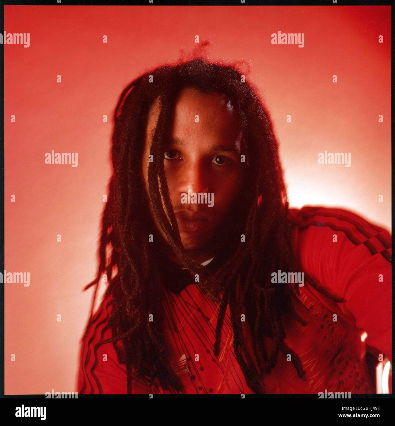 raggae-musician-ziggy-marley-son-of-bob-marley-early-1990s-studio-portrait-2BHJ49F.jpg