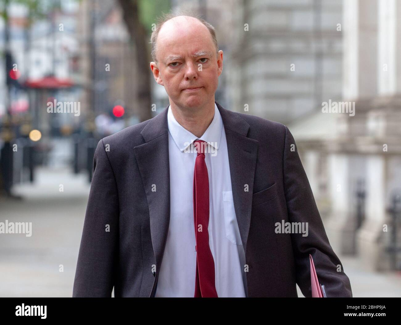 London, UK. 27th Apr, 2020. Chris Whitty, Chief Medical Officer and Chief Medical adviser to the UK Government, arrives at Downing Street for a Covid-19 meeting chaired by Boris Johnson. Credit: Mark Thomas/Alamy Live News Stock Photo