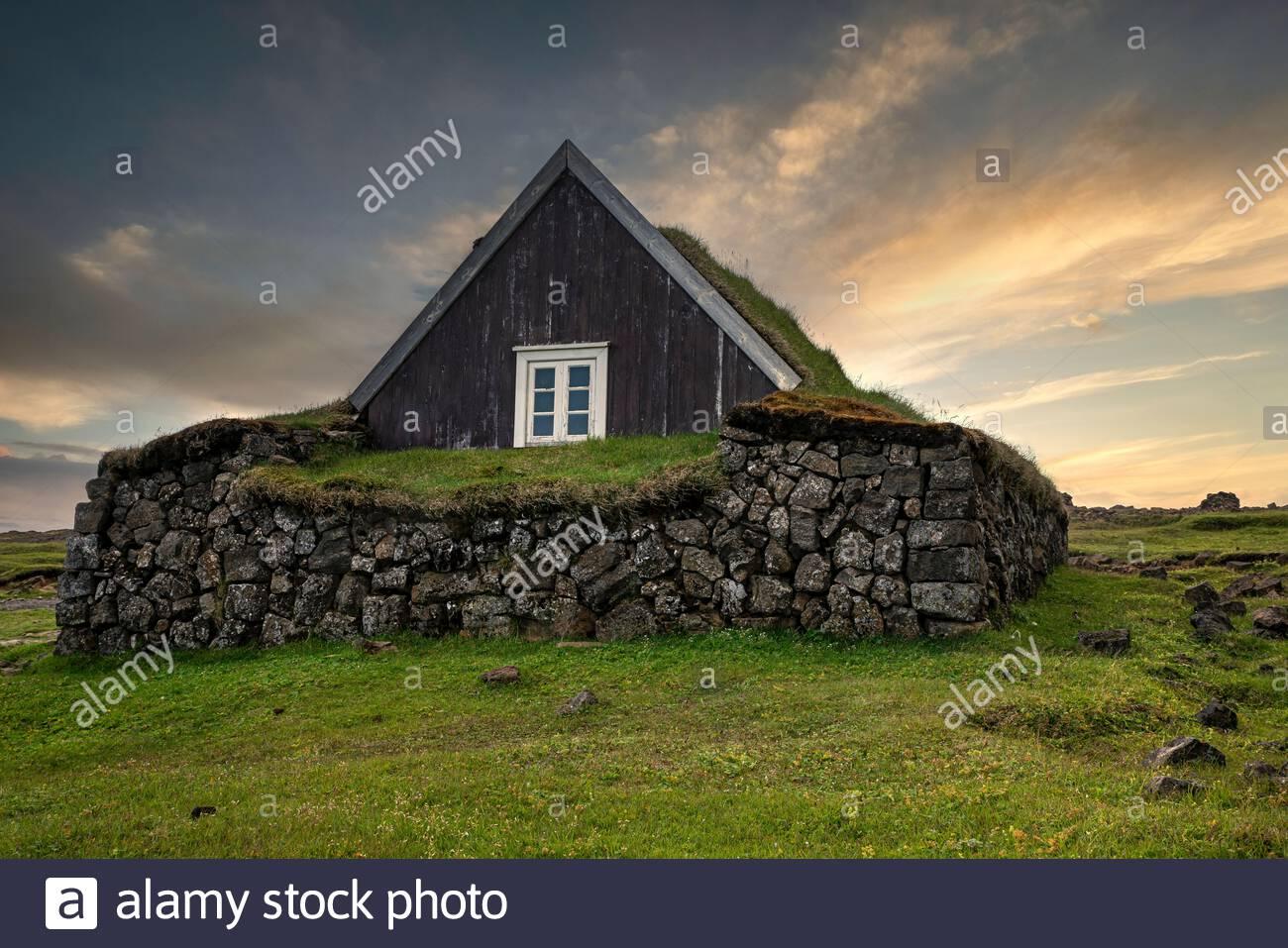 icelandic-house-2BJ49Y7.jpg