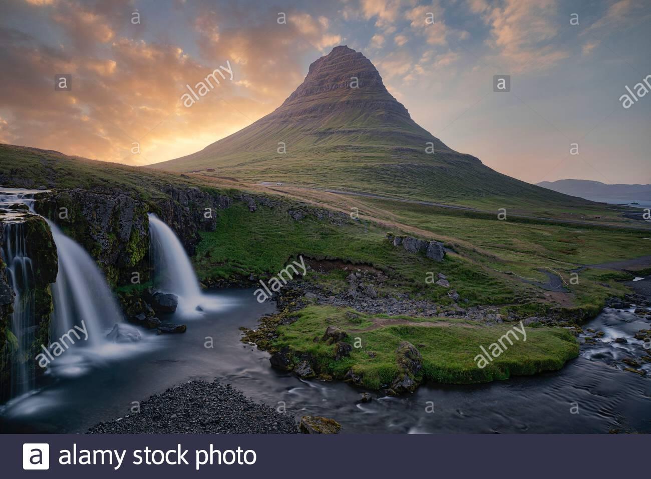 iceland-kirkjufell-mountain-and-kirkjufe