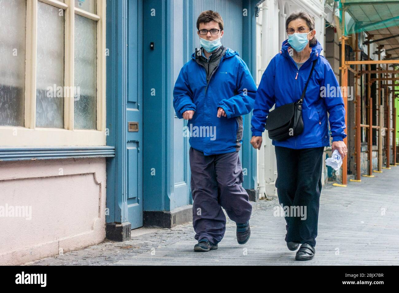 clonakilty-west-cork-ireland-30th-apr-2020-a-man-and-woman-walk-down-clonakilty-main-street-wearing-face-masks-to-protect-themselves-from-covid-19-credit-ag-newsalamy-live-news-2BJX7BR.jpg