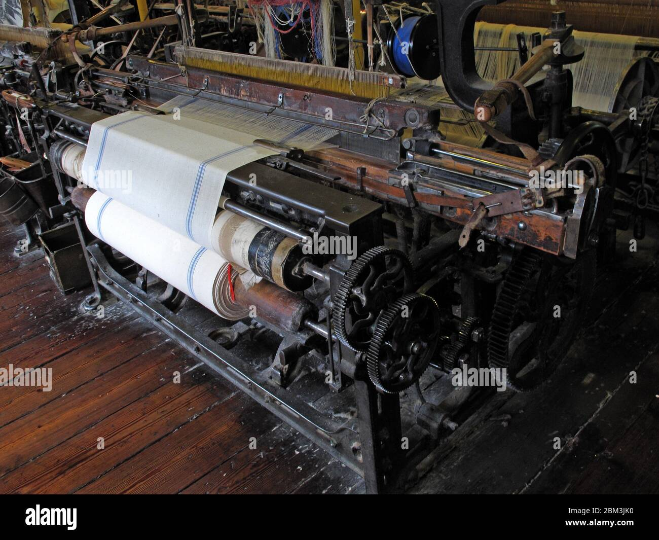 GoTonySmith,HotpixUK,@HotpixUK,Manchester,industry,factory,mill,history,machines,cloth,manufacture,Lancashire,Victorian,mass production,Industrial Revolution,Textile manufacturing,Manchester factory,manufacturing cotton and cloth,cotton yarn,Cotton Mill,Cottonopolis,Inside a Manchester Cotton Mill,loom,making cotton cloth,making fabric