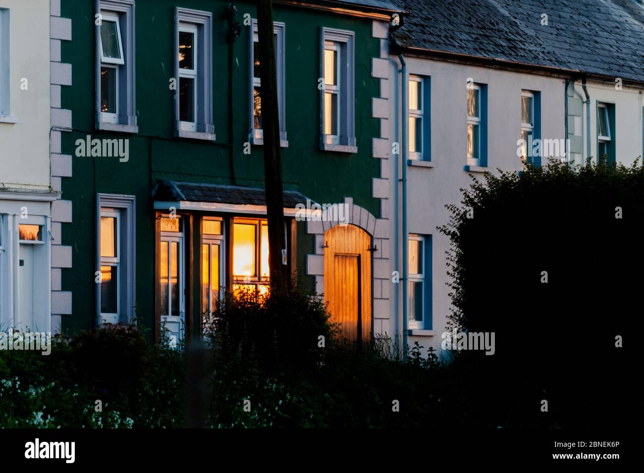 courtmacsherry-west-cork-ireland-14th-may-2020-the-sun-sets-spectacularly-as-a-reflection-in-a-window-of-a-house-in-courtmacsherry-after-a-day-of-sunshine-credit-ag-newsalamy-live-news-2BNEK6P.jpg
