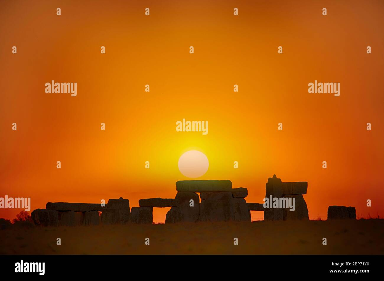 prehistoric-standing-stones-of-stonehenge-at-sunrise-in-summer-wiltshire-england-2BP71Y0.jpg