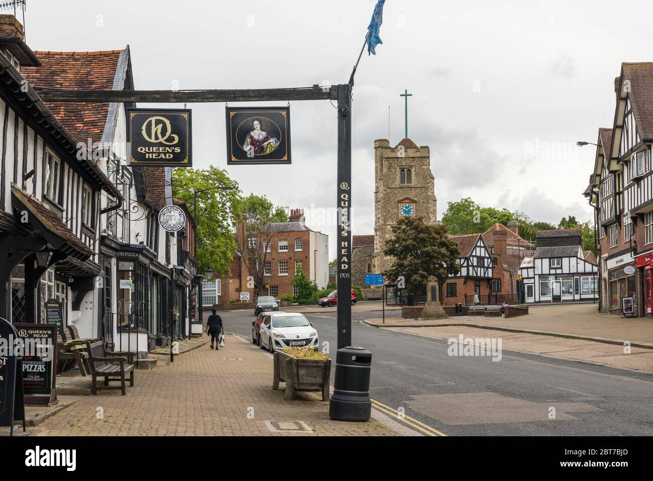 view-at-the-top-of-pinner-high-street-wi