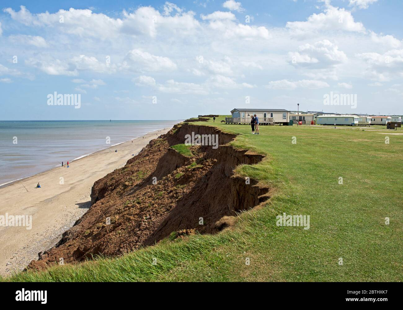 cliff-erosion-at-aldbrough-east-yorkshire-england-uk-2BTHXK7.jpg