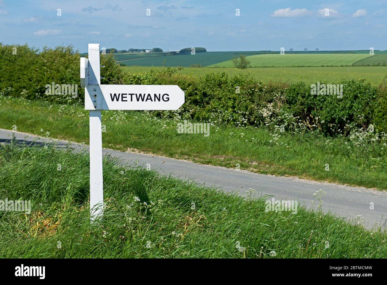 road-sign-wetwang-on-minor-road-near-huggate-yorkshire-wolds-east-yorkshire-england-uk-2BTMCMW.jpg