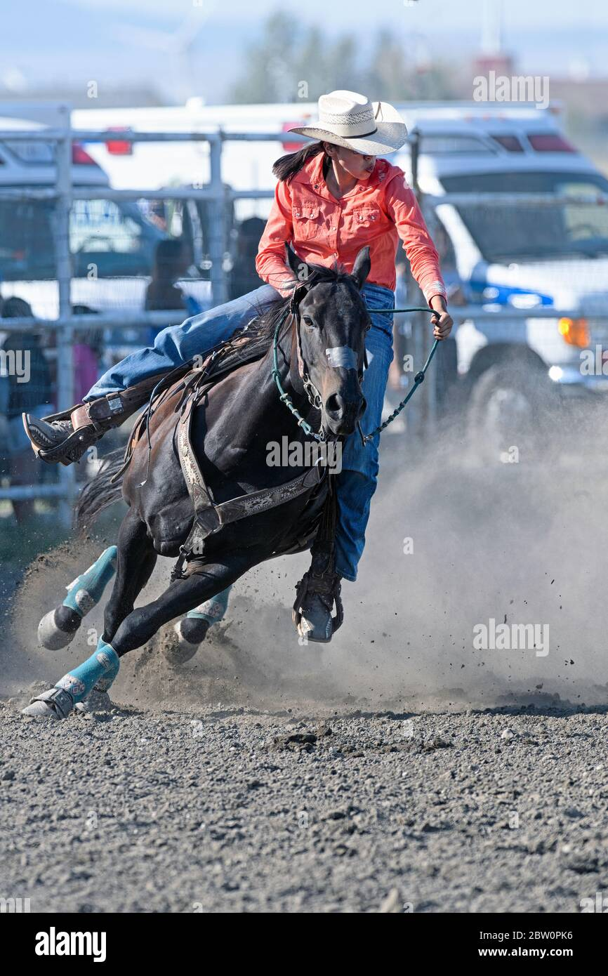 barrel-racer-at-the-piikani-nation-rodeo-brocket-alberta-canada-2BW0PK6.jpg