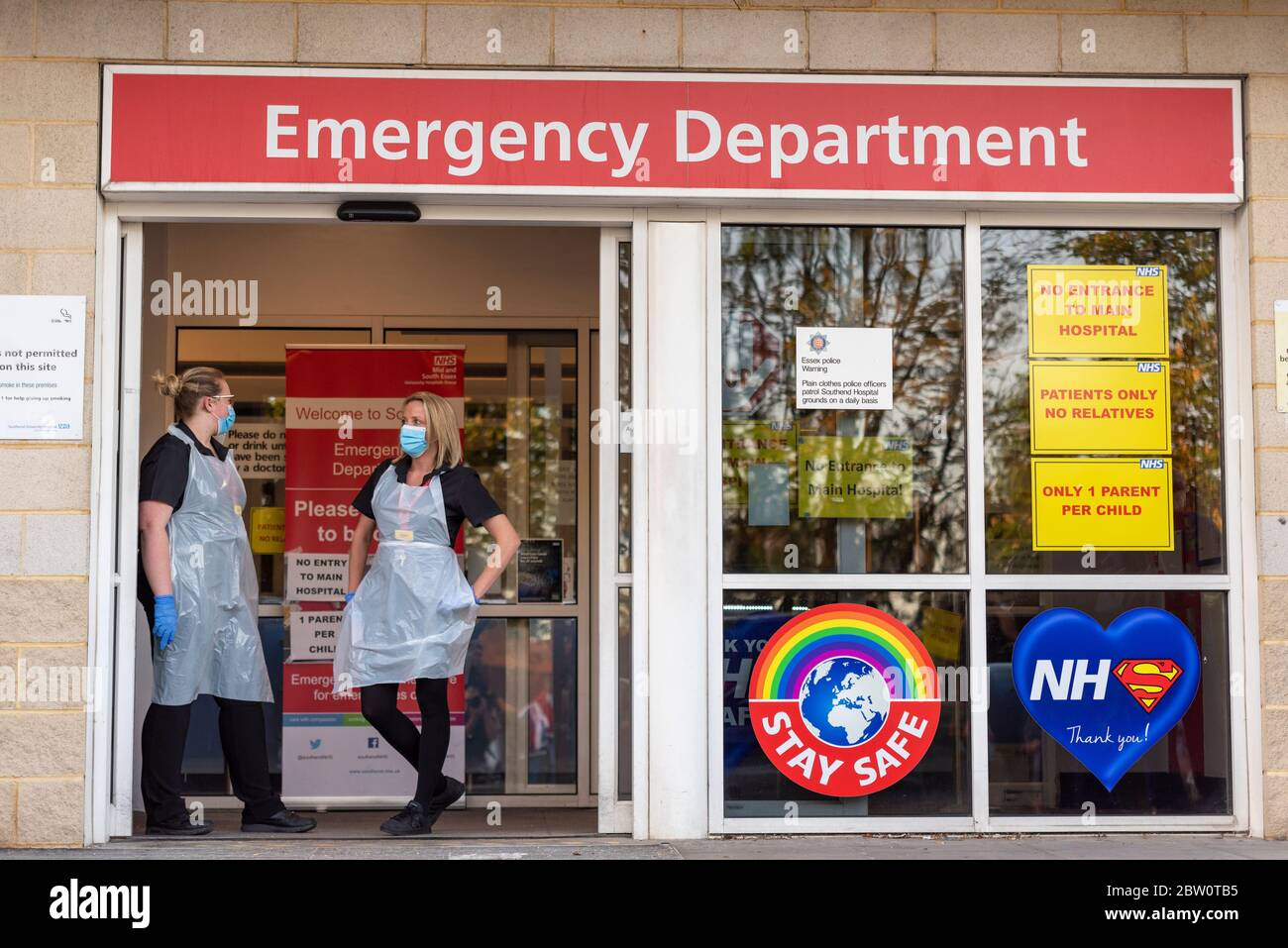health-staff-at-emergency-department-entrance-at-southend-university-hospital-essex-uk-two-nurses-in-basic-ppe-with-surgical-face-masks-covid-19-2BW0TB5.jpg