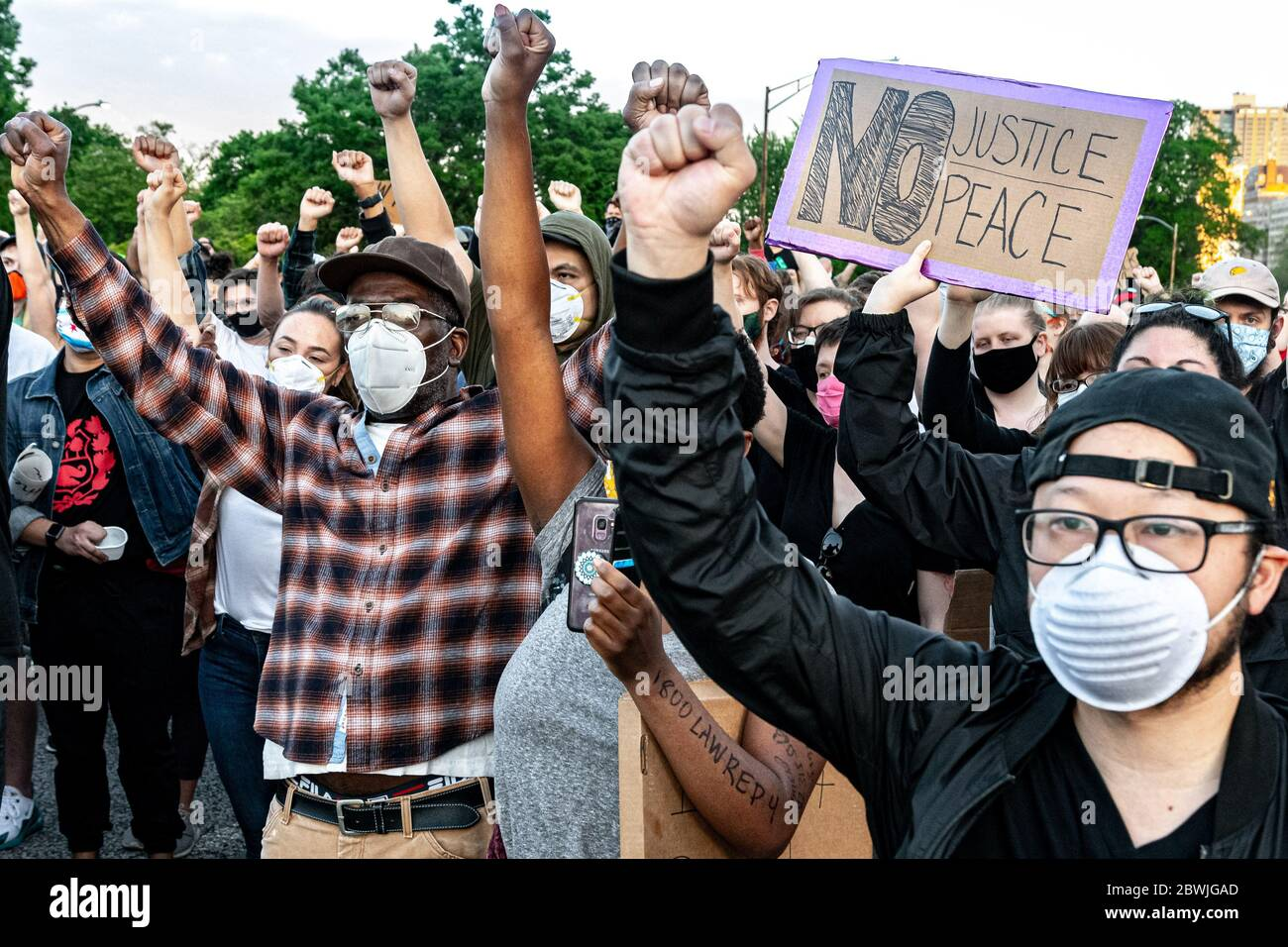 Chicago, Illinois, USA. 1st June, 2020. After three days of mixed violence, rioting, protesting, and looting, a peaceful protest takes to the streets of Chicago's Northside and Lake Shore Drive Credit: Chris Riha/ZUMA Wire/Alamy Live News Stock Photo
