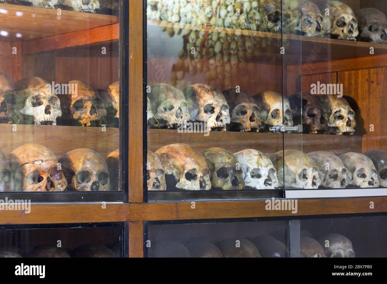 prisoner-skulls-in-tuol-sleng-war-crimes