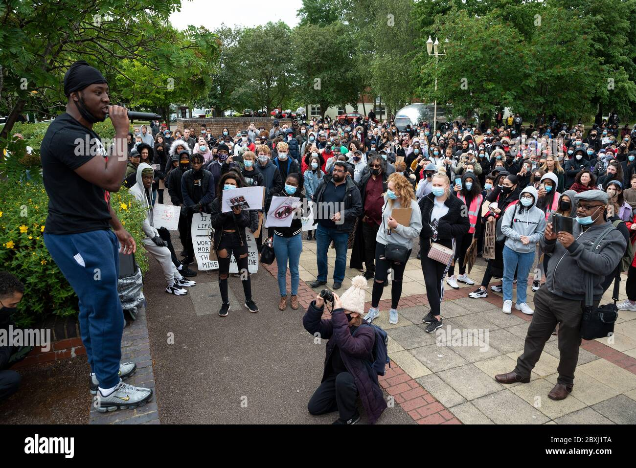 aylesbury-uk-6th-june-2020-aylesbury-black-lives-matter-march-in-response-to-the-recent-death-of-george-floyd-in-minneapolis-who-died-when-a-police-officer-continuously-knelt-on-his-neck-until-he-died-the-march-route-had-been-agreed-with-the-police-around-a-1000-demonstrators-marched-carrying-placards-and-chanting-the-march-started-from-watermead-and-finished-in-the-town-centre-the-march-was-organised-by-local-residents-amari-jamz-and-hannah-lewis-credit-stephen-bellalamy-2BXJ1TA.jpg
