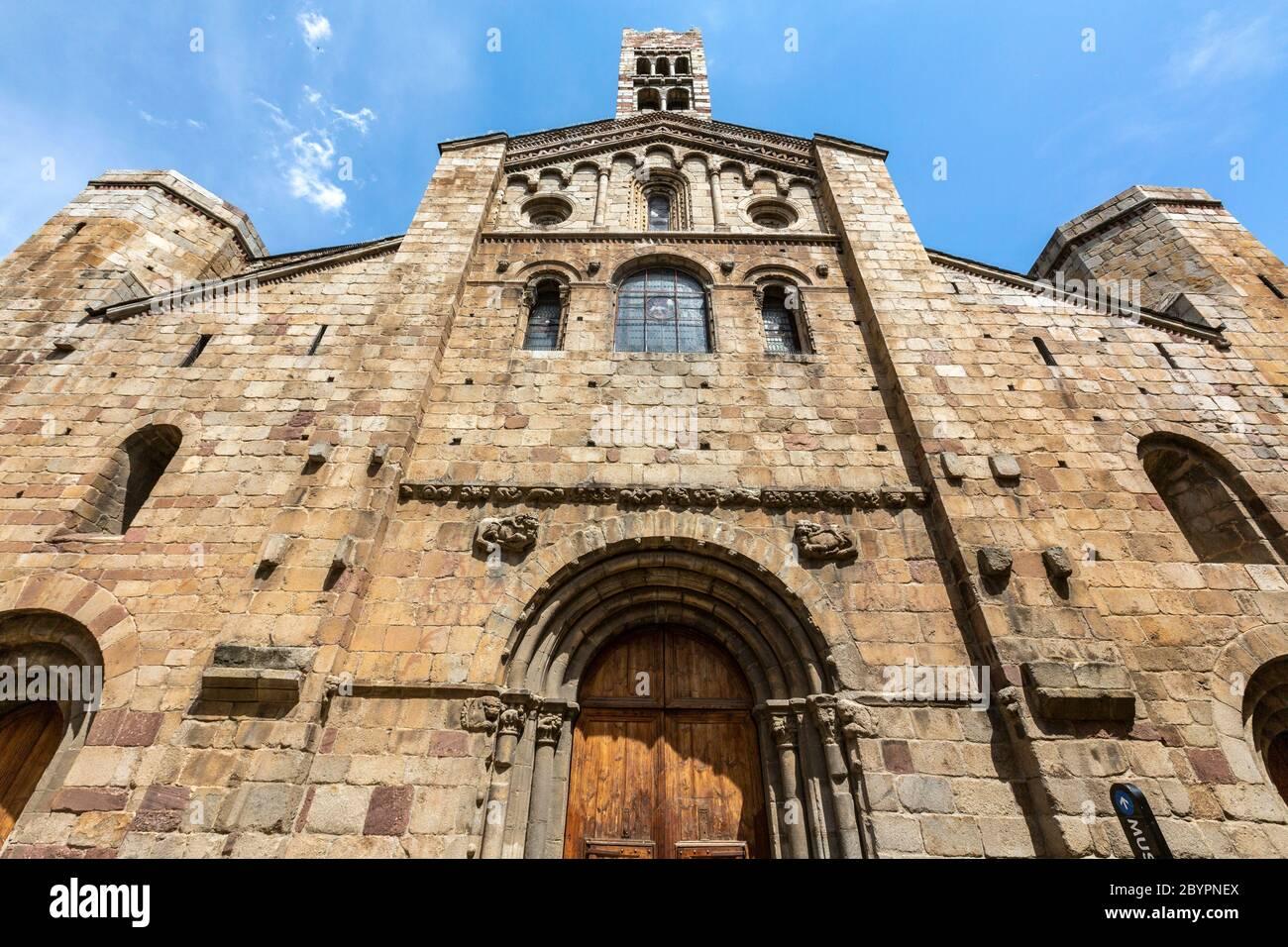 romanesque-facade-of-la-seu-durgell-cath
