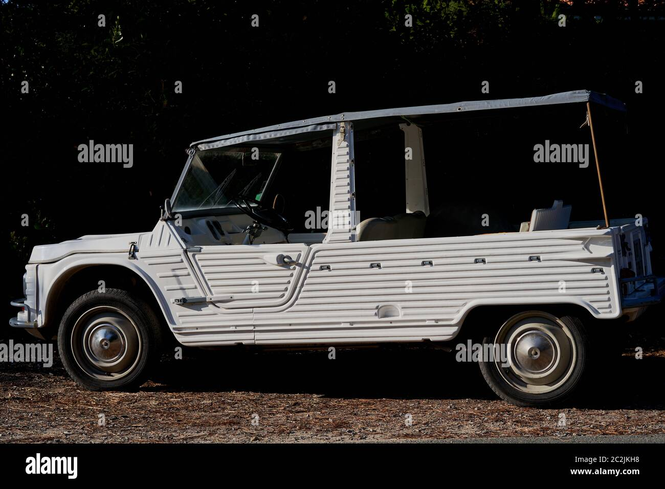 a-jeep-style-vehicle-for-outdoor-beach-u
