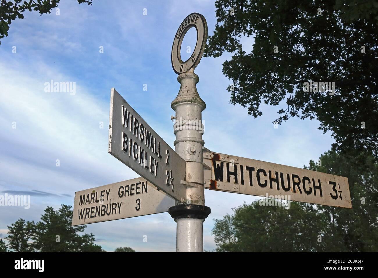 GoTonySmith,HotpixUK,@HotpixUK,village green,signposts,Whitchurch,Wirswall,Bickley,Marley Green,Wrenbury,Wirswall sign,Bickley sign,Wrenbury sign,villages,road sign,road signs,junction