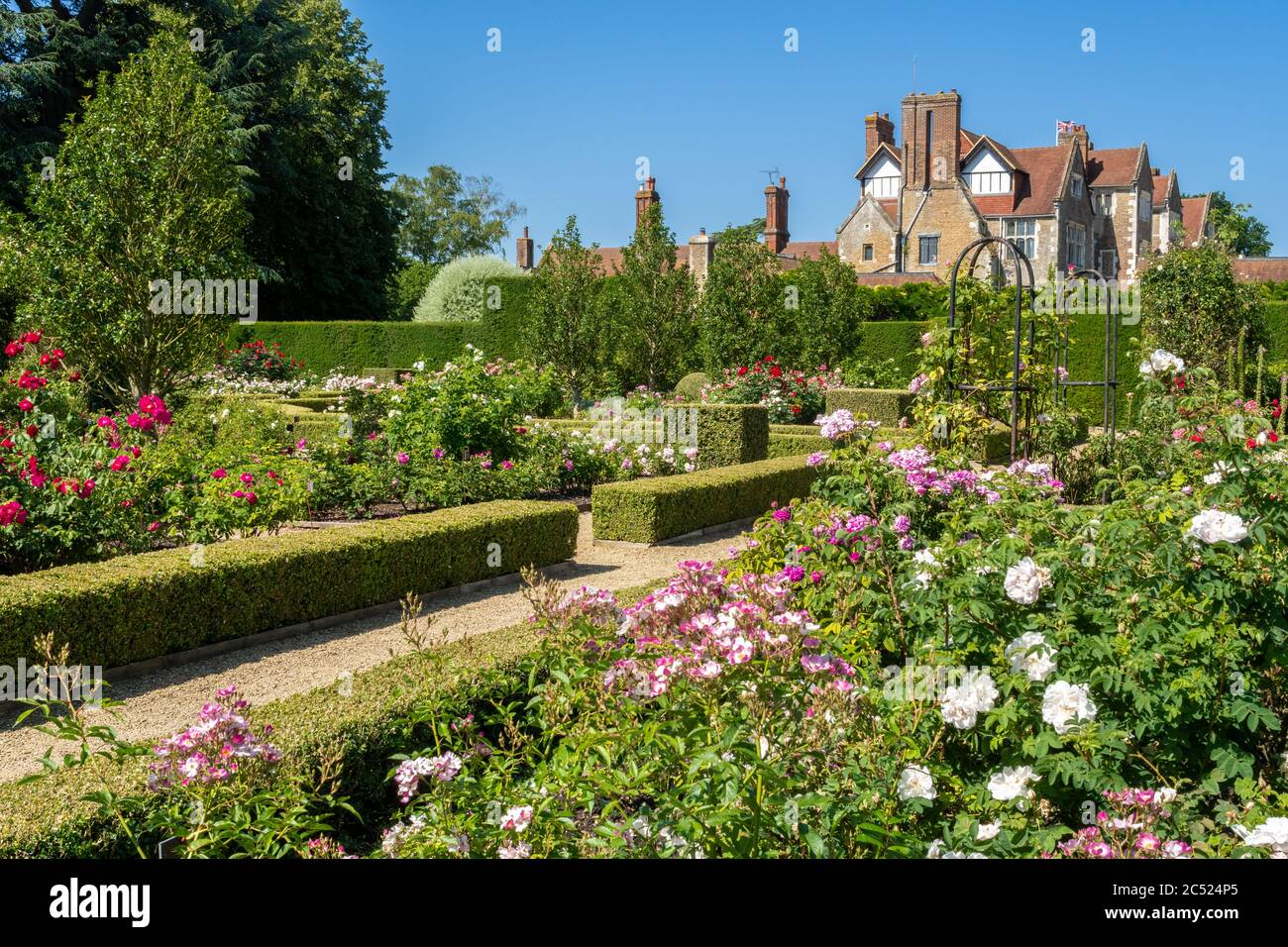 the-rose-garden-and-house-at-loseley-park-surrey-uk-during-june-2C524P5.jpg