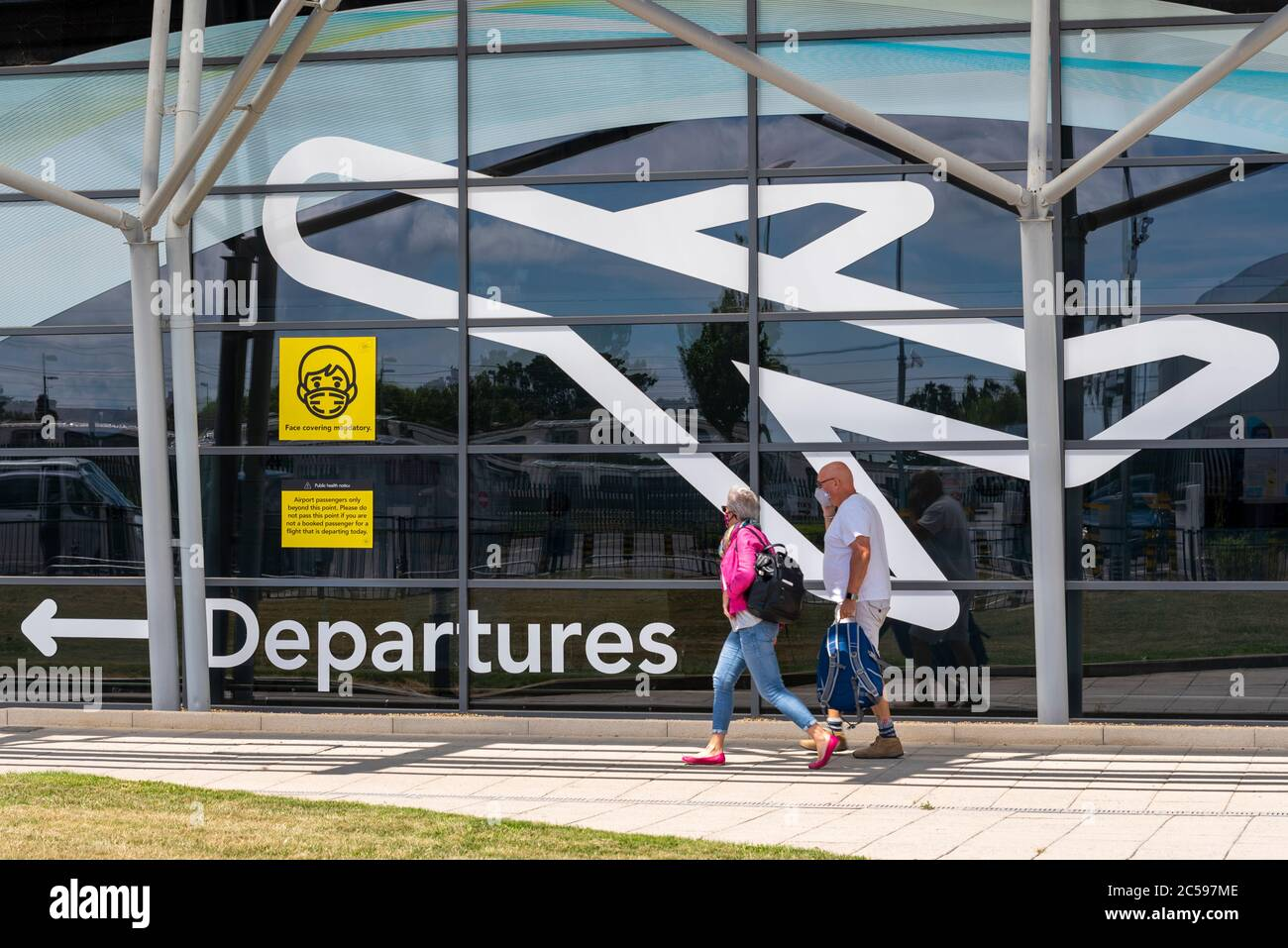 first-passenger-flight-from-london-southend-airport-essex-uk-after-the-covid-19-coronavirus-lockdown-people-arriving-at-departures-terminal-masks-2C597ME.jpg