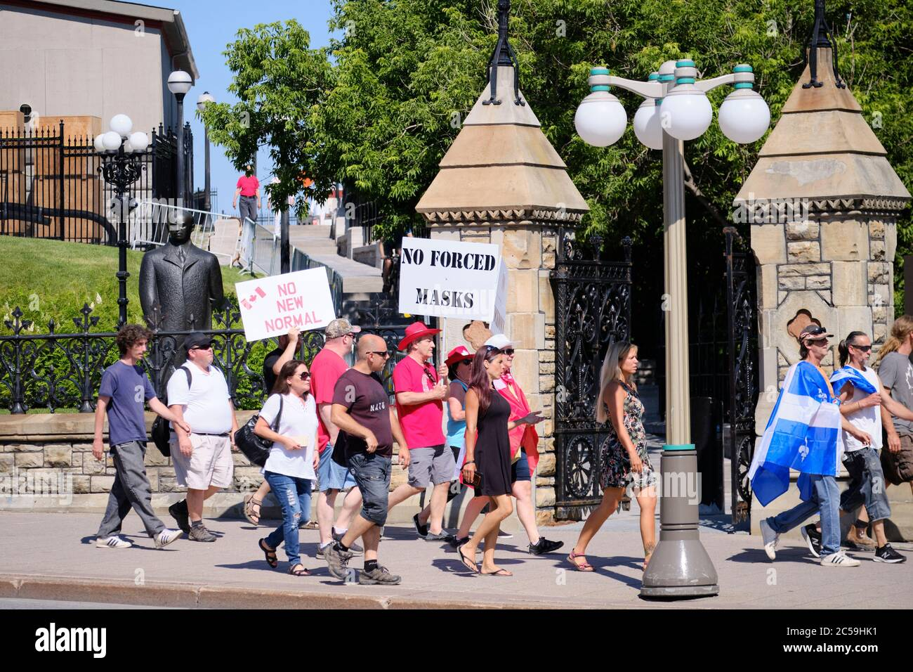 ottawa-canada-july-1st-2020-crowd-of-a-few-hundreds-rallied-in-front-of-the-canadian-parliament-on-canada-day-to-show-their-displeasure-with-the-trudeau-government-the-complaints-ranged-from-a-variety-of-subjects-but-mainly-focus-on-the-current-covid-19-crisis-credit-meanderingemualamy-live-news-2C59HK1.jpg