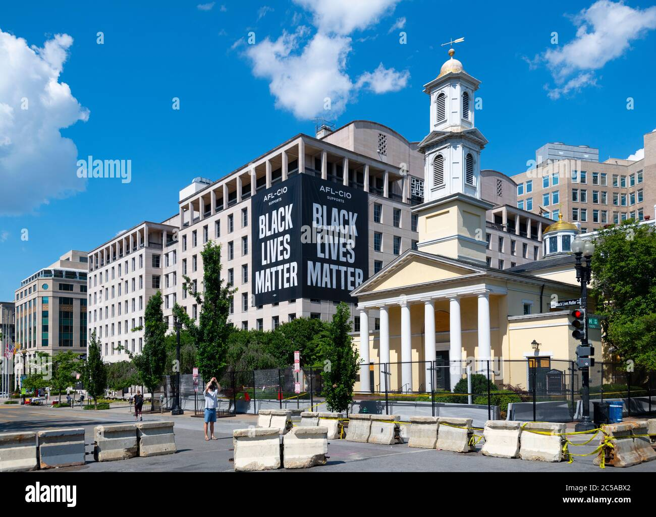 usa-washington-dc-black-lives-matter-plaza-with-st-johns-episcopal-church-fenced-in-next-to-the-afl-cio-2C5ABX2.jpg